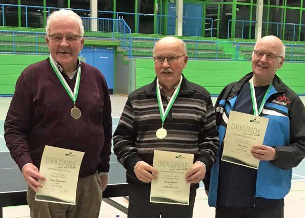 NRW-Meister Günter Straten (Mitte) mit dem Zweitplazierten Jochen Golzheim (links) und dem Dritten Heinz Aandekerk (Foto: privat)
